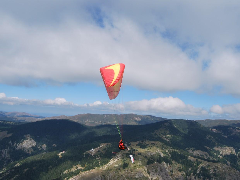 Над Стара планина с парапланер