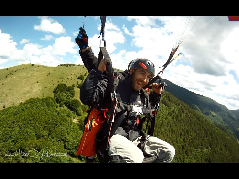 Полет с парапланер над Розовата долина