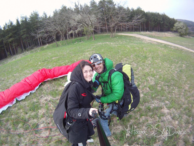 Щастие след приземяването с парапланер -тандем