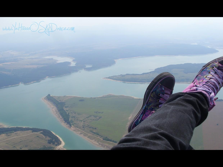 Язовир Копринка . Прекрасен полет с парапланер- тандем. Панорамна разходка из Долината на Розите